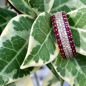 14K Size 7 Gold Ring With Dust Diamonds and Ruby's